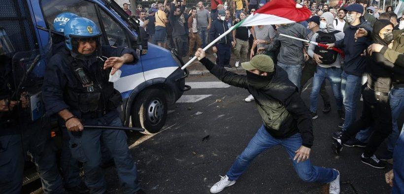 مواجهات بين الشرطة الإيطالية ومتظاهرين ضد تصاريح كورونا