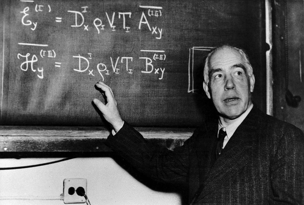 """نيلز هنريك بور.. رائد ميكانيكا الكم الذي دخل كتاب """"الخالدون المئة"""""""